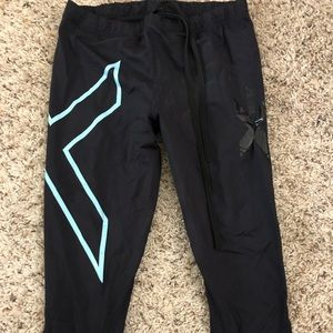 2XU teal Capri leggings